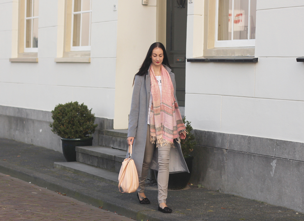 grey coat op maat gemaakt costum made Thailand Krabi grijs grijze wollen jas lifetsyle by linda OOTD outfit of the day fall winter 2015 2016 aw15 aw16 winter herfst taylor made