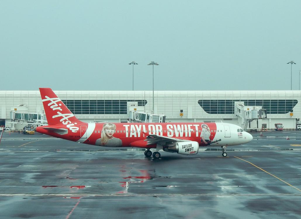 KUala lumpur KLIA Air Asia Taylor Swift plane