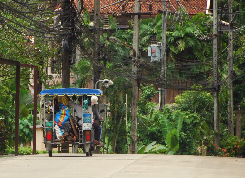 Ao Nang Road Krabi thailand reizen lifestyle by linda