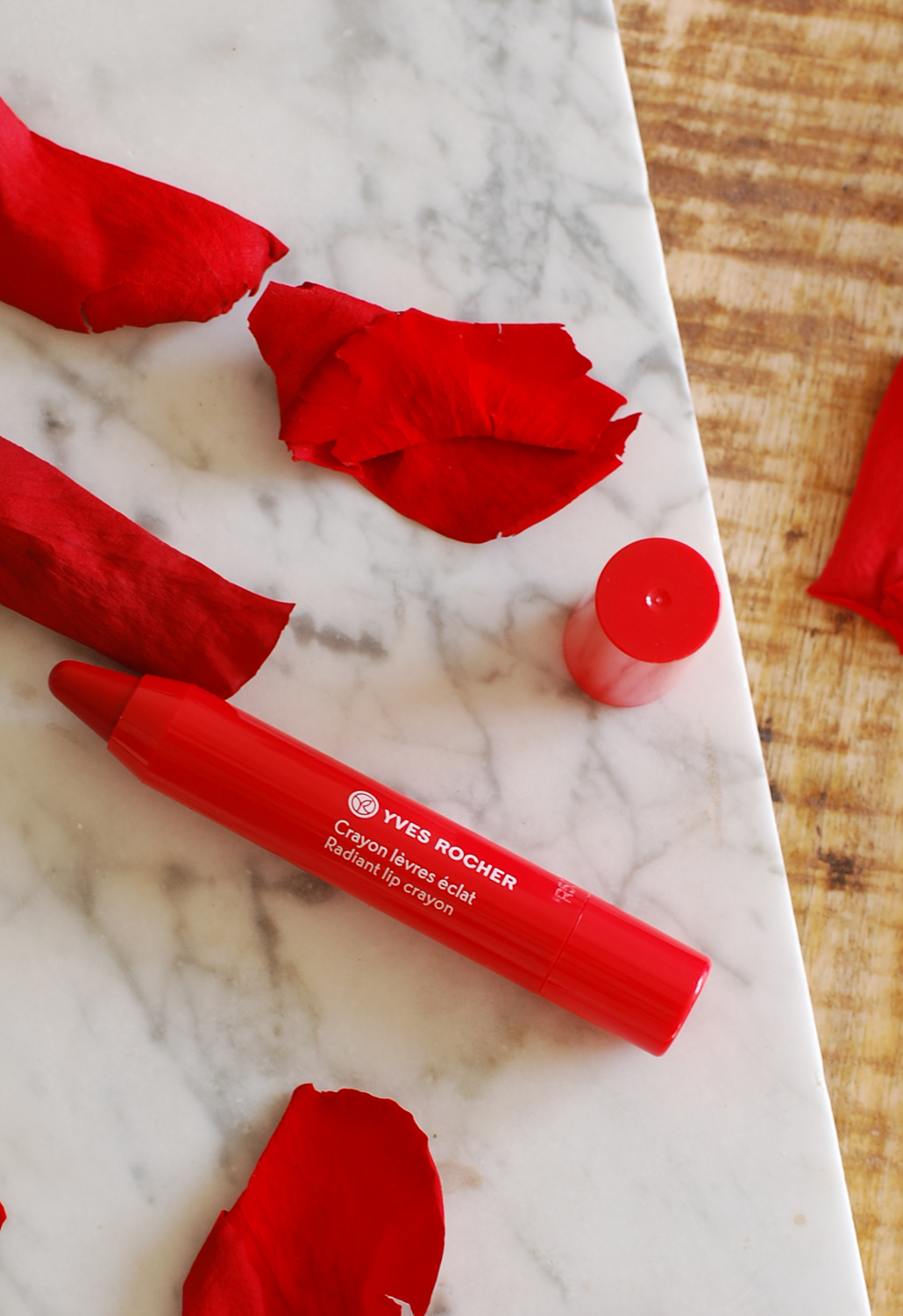 Yves Rocher zéro défaul mattifying and long-lasting lip primer swatch radiant lip crayon rouge flamboyant