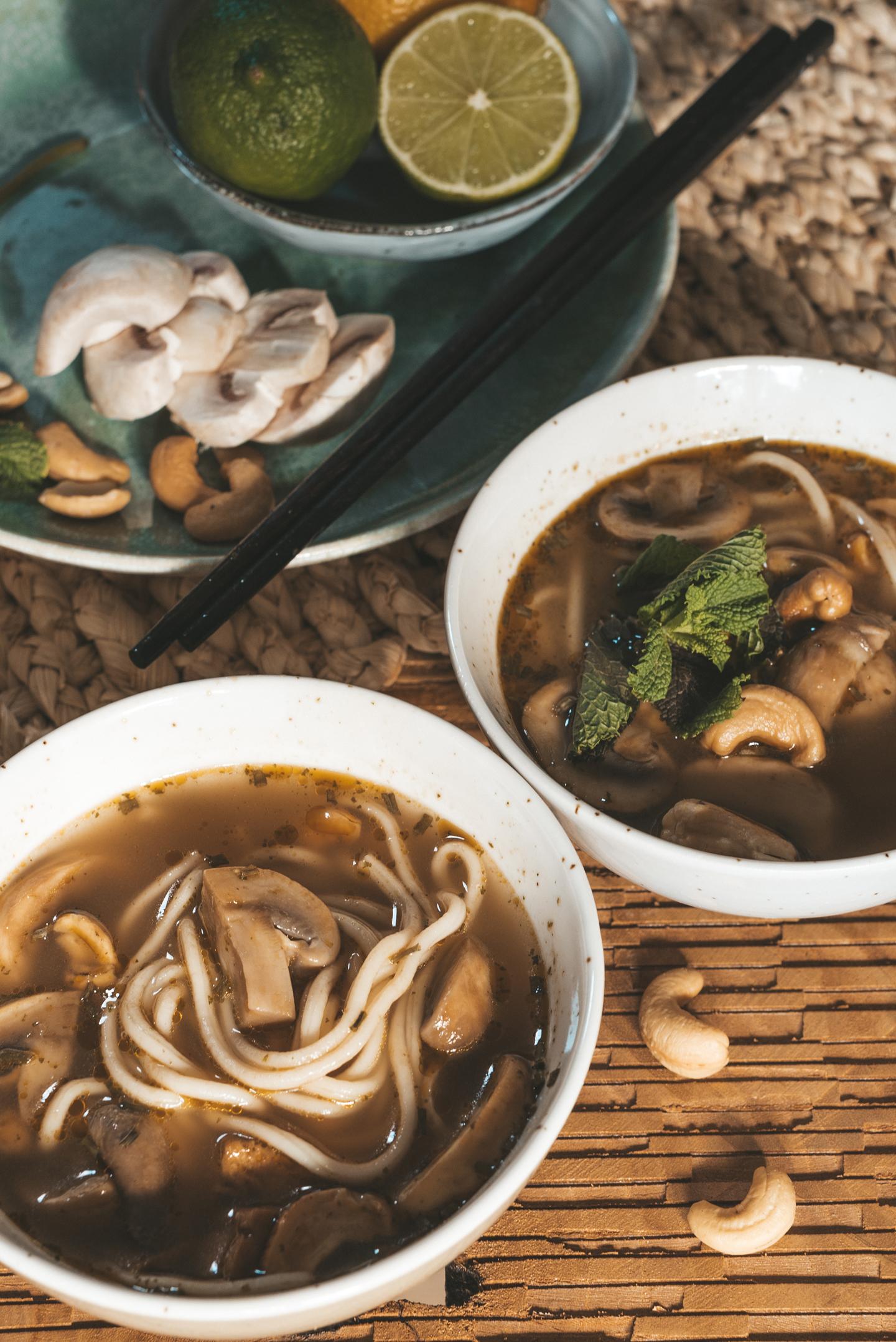 Aziatische Noedelsoep met noten