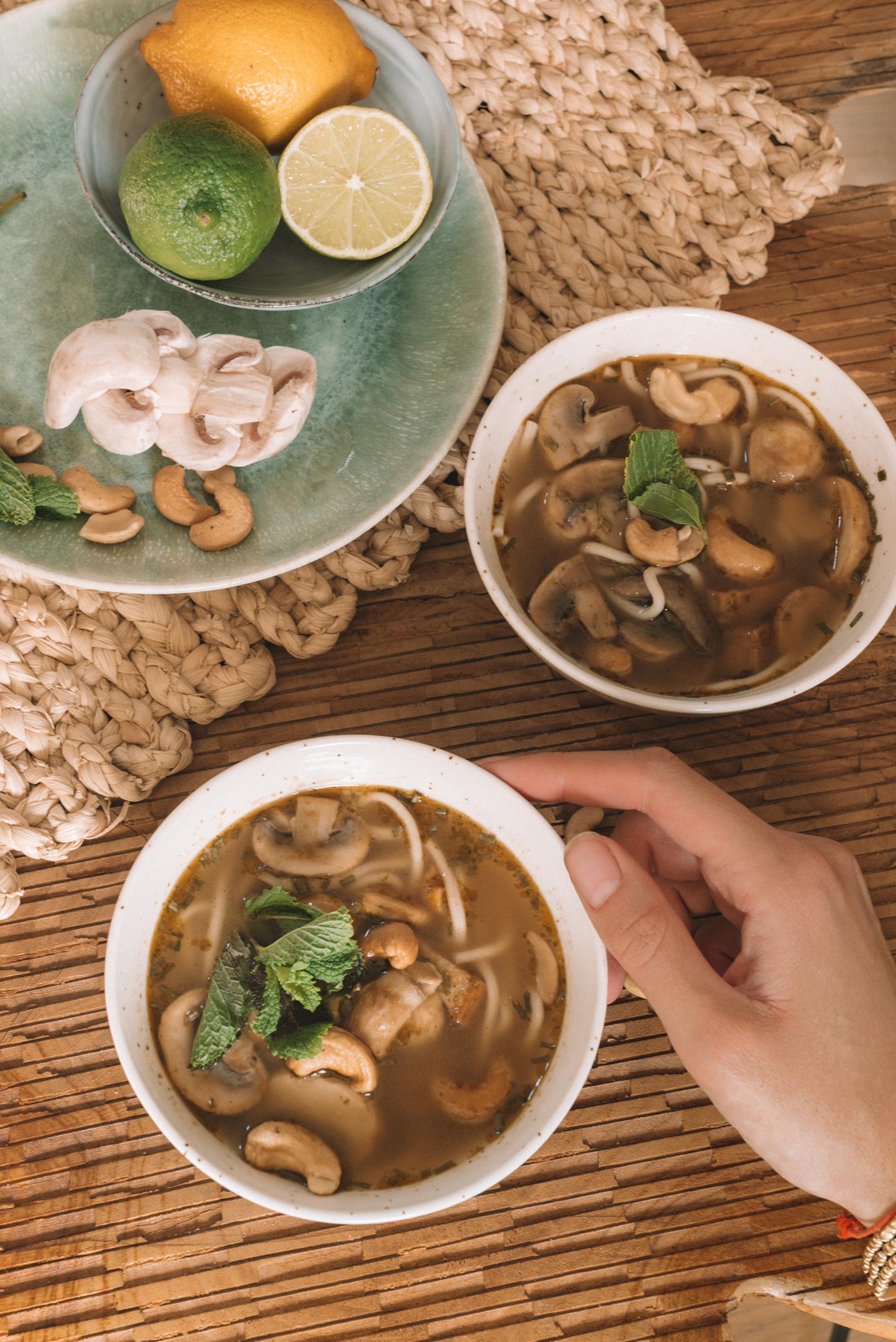 Aziatische Noedelsoep met noten Eet Geen Dierendag