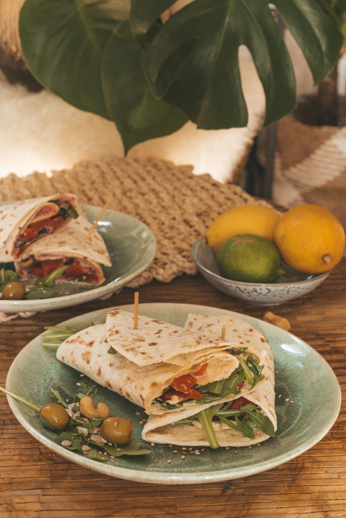 vegan Wraps met hummus, noten en gegrilde paprika