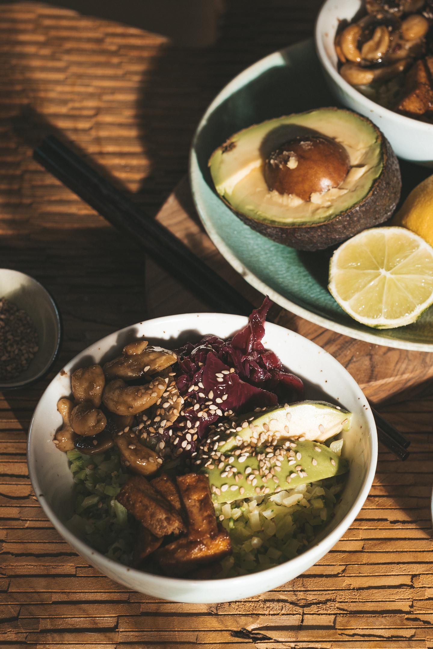 Eet GeeAziatische vegan maaltijdsalade n Dierendag vegan recepten